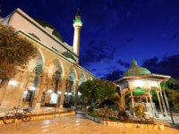 Клуб путешествий Павла Аксенова. Израиль. Акко. Al Jazzar Mosque (the white mosque) in the old city of Acre - Israel. Фото konstantin32 - Depositphotos