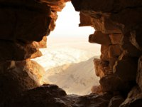 Израиль. Иудейская пустыня (Judean desert). Ancient stone window of Masada fortress in Israel. Фото Alexander Sviridov - Depositphotos