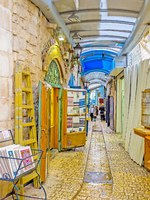 Израиль. Цфат. The Gallery Street is the long and narrow covered market with tourist stalls, art galleries, workshops in Safed. Фото efesenko-Depositphotos
