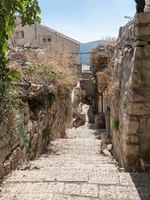 Израиль. Цфат. A quiet street in the Jewish Quarter in the old town of Safed. Israel. Фото svarshik1.gmail.com-Depositphotos