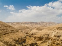 Canyon near the monastery of Saint George of Choziba in Judaean Desert in the Holy Land, Israel. Фото alefbet-Depositphotos