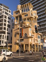 Generic architecture and cityscape from Tel Aviv, Modern and old buildings in the central streets of Tel Aviv-Yafo, Israel. Фото EnginKorkmaz-Depositphotos
