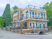 Клуб путешествий Павла Аксенова. Израиль. Тверия. The old restored stone building located on the bank of Sea of Galilee. Фото efesenko - Depositphotos