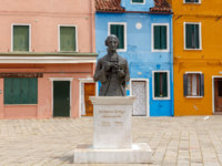 Central square and monument Baldassare Galuppi, byname Il Buranello on the famous island Burano. Фото pillerss - Depositphotos