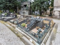 Италия. Монументальное кладбище Милана. View of tombs and graves inside of the Cimitero monumentale in Milano, Italy. Фото yorgy67-Depositphotos