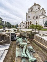 Италия. Монументальное кладбище Милана. View of tombs and graves inside of the Cimitero monumentale in Milano, Italy. Фото yorgy67-Depositphotoss