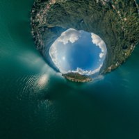 Италия. Озеро Комо. Sphere panorama Air Italy Blue Como Lake and mountains summer nature drone 360. Фото info.vividcafe.com - Depositphotos