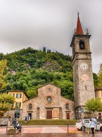 Клуб путешествий Павла Аксенова. Италия. Озеро Комо. Варенна. Facade of St. George's church in Varenna, Lake Como, Italy. Фото marcorubino - Depositphotos
