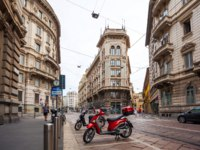 Италия. Милан. The street with ancient buildings in the center of Milan. Фото samurkas - Depositphotos