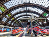 Италия. Милан. Modern high-speed trains at the railway Milan Central Station. Industrial landmark and tourist place of Milan. Фото scaliger - Depositphotos