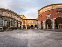 Италия. Милан. Panorama of Palazzo della Ragione and Piazza dei Mercanti in the Morning, Milan, Italy. Фото anshar - Depositphotos