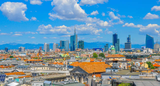 Клуб путешествий Павла Аксенова. Италия. Панорама Милана. Panorama of the city of Milan from a building roof. Italy. Фото fotosaga - Depositphotos