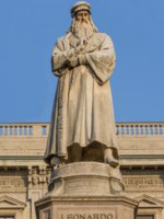 Милан. Памятник Леонардо да Винчи. Statue of the famous scientist Leonardo da Vinci at the piazza della scala in Milan. Фото photoweges - Depositphotos