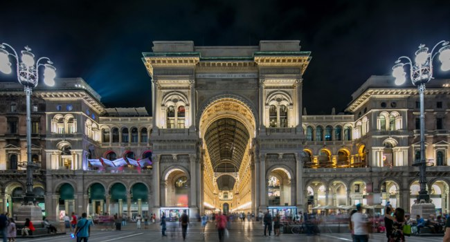 Италия. Милан. Галерея Виктора Эммануила II. Night view of illuminated Vittorio Emanuele II Gallery timelapse in Milan, Italy. Фото neiezhmakov - Deposit