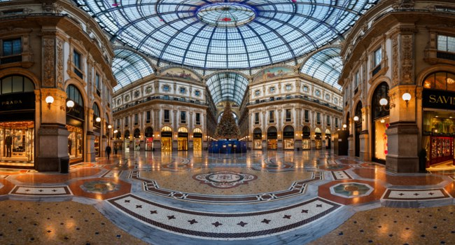 Италия. Милан. Галерея Виктора Эммануила II. Mosaic Floor and Glass Dome in Galleria Vittorio Emanuele II in Milan, Italy. Фото anshar - Depositphotos