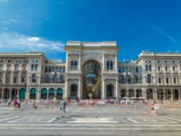 Галерея Виктора Эммануила II. The Galleria Vittorio Emanuele II timelapse hyperlapse on the Piazza del Duomo (Cathedral Square). Фото neiezhmakov - Deposi