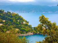 Клуб путешествий Павла Аксенова. Италия. Портофино. Coastline with seaside villas and turquoise bay near Portofino. Liguria, Italy. Фото Bareta - Depositphotos