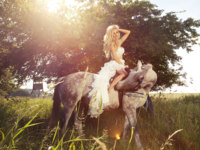 Beautiful photo of blonde sensual bride riding a horse. Фото PawelSierak - Depositphotos