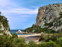 Италия. Сардиния. Sardinia. Cliffs at idylic beach coast hiliday paradise. Фото  Dirk ercken - Depositphotos