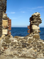 Италия. Сардиния. Sardinia. Window with a kind on the sea, Sardinia. Фото Leonid Katsyka - Depositphotos