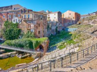 Италия. Сицилия. Катания. Old buildings on ancient ruins of roman theater in Catania, Sicily, Italy. Фото Zoooom - Depositphotos_256650186_ds