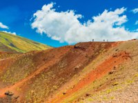 Италия. Сицилия. Катания. Beautiful colorful lava hills with group of people hiking to a volcanic crater. Mount Etna, Sicily, Italy. Фото RS.photography-Deposit