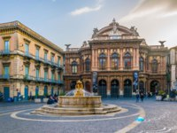 Италия. Сицилия. Катания. View of the teatro Massimo Bellini in Catania, Sicily, Italy. Фото Dudlajzov - Depositphotos