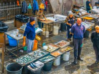 Италия. Сицилия. Катания. View of a famous saturday fish market in Catania, Sicily, Italy. Фото Dudlajzov - Depositphotos