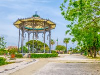Италия. Сицилия. Катания. Viewpoint with a pavilion in Bellini garden park in Catania, Sicily, Italy. Фото Dudlajzov - Depositphotos