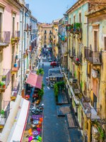 Италия. Сицилия. Катания. View of a narrow street in Catania, Sicily, Italy. Фото Dudlajzov - Depositphotos