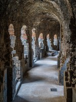 Италия. Сицилия. Катания. The underground of the roman theater in Catania. Sicily, Italy. Фото e55evu - Depositphotos