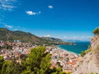 Клуб путешествий Павла Аксенова. Италия. Сицилия. Панорама Чефалу. Panoramic view of the Cefalu coast in Sicily, Italy. Фото Alesinya - Depositphotos