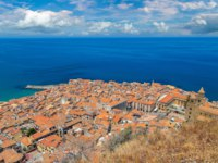 Клуб путешествий Павла Аксенова. Италия. Сицилия. Панорама Чефалу. Aerial view of Cefalu in Sicily, Italy. Фото bloodua - Depositphotos