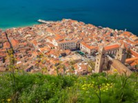 Клуб путешествий Павла Аксенова. Италия. Сицилия. Панорама Чефалу. Aerial view of the cozy Cefalu old town, Sicily. Фото Anita_Bonita - Depositphotos