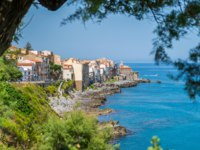 Клуб путешествий Павла Аксенова. Италия. Сицилия. Панорама Чефалу. The picturesque Cefalu waterfront. Sicily, southern Italy. Фото e55evu - Depositphotos