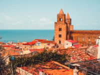 Италия. Сицилия. Чефалу. View on old red roofs and famous medieval cathedral in Cefalu city. SIcily island, Italy. Фото gregorylee - Depositphotos