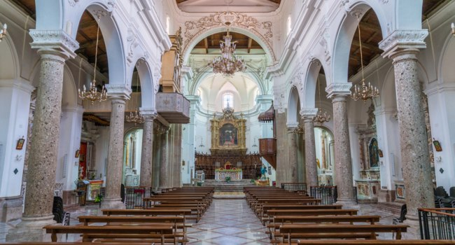 Италия. Сицилия. Форца-д'Агро (Forza d'Agro). Forza d'Agr Cathedral, Province of Messina, Sicily, southern Italy. Фото e55evu - Depositphotos