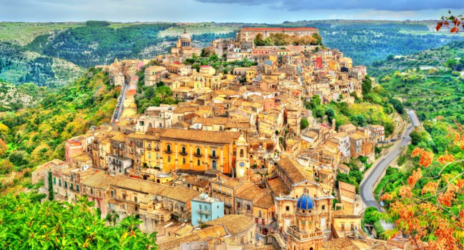 Италия. Сицилия. Рагуза. View of Ragusa, a UNESCO heritage town on Italian island of Sicily. Фото Leonid_Andronov - Depositphotos