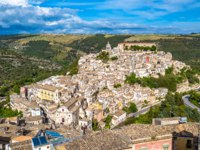 Италия. Сицилия. Рагуза. View of the old town of Ragusa Ibla in Sicily, Italy. Фото javarman - Depositphotos