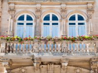 Италия. Сицилия. Рагуза. Balustrade of the baroque Arezzo Palace in the main square of Ragusa Ibla, Eastsicily. Фото siculodoc - Depositphotos