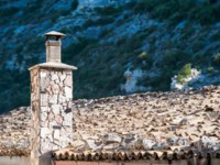 Италия. Сицилия. Рагуза. Stone chimney of a dry stone made house in Ragusa Ibla, Sicily. Фото siculodoc - Depositphotos