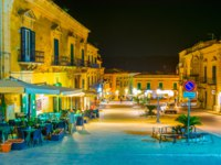 Италия. Сицилия. Рагуза. Night view of piazza duomo in Ragusa, Sicily, Italy. Фото Dudlajzov - Depositphotos