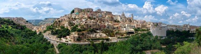 Италия. Сицилия. Рагуза. Panoramic view of Ragusa Ibla medieval town in Sicily, Italy. Фото Byelikova - Depositphotos