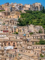 Италия. Сицилия. Рагуза. Panoramic view of Ragusa Ibla, baroque town in Sicily (Sicilia), southern Italy. Фото e55evu - Depositphotos