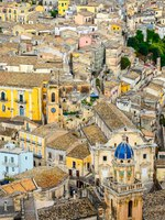 Италия. Сицилия. Рагуза. Colorful houses in old medieval village Ragusa in Sicily, Italy. Фото martinm303 - Depositphotos