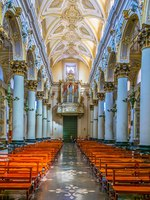 Италия. Сицилия. Рагуза. Interior of the cathedral of saint Giovanni Battista in Ragusa, Sicily, Italy. Фото Dudlajzov - Depositphotos