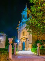 Италия. Сицилия. Рагуза. Night view of the Chiesa di san Vincenzo Ferreri in Ragusa, Sicily, Italy. Фото Dudlajzov - Depositphotos