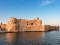 Клуб путешествий Павла Аксенова. Италия. Сицилия. Сиракузы. Fortress Maniace in Syracuse Sicily. Фото micheleponzio - Depositphotos