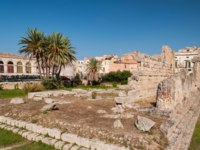 Greek Theatre of Syracuse Sicily. The remains of the old ancient temple Tempio di Apollo - Syracuse, Sicily, Italy. Фото Alesinya - Depositphotos