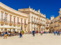 Италия. Сицилия. Сиракузы. View of the central square (Piazza Duomo) in Ortigia, the historical part of Syracuse. Фото RS.photography - Depositphotos